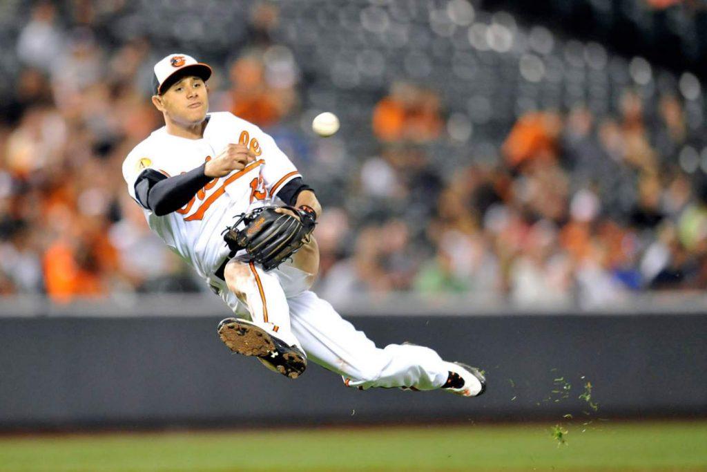 Manny Machado realizando una de sus jugadas espectaculares. Baltimore Orioles 2018
