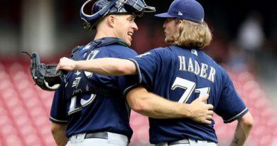 Los Brewers aplastan a los Rockies y avanzan hacia las Series de Campeonato de la Liga Nacional