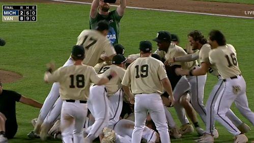 CWS: Y Vanderbilt se alzó con el triunfo beisbol