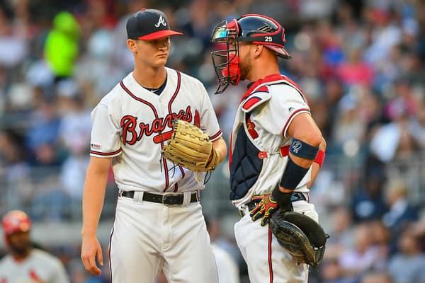 Los Bravos se alzan y postulan para el titulo de división beisbol mlb beisbolmlb Mike Soroka y Tyler Flowers. Icon Sportswire