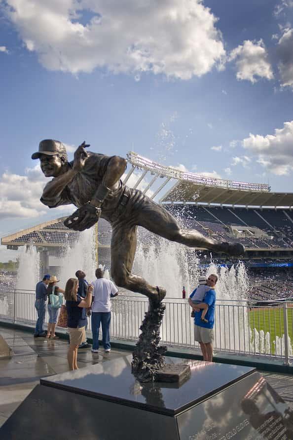 Frank White mlb en español beisbol estatuas