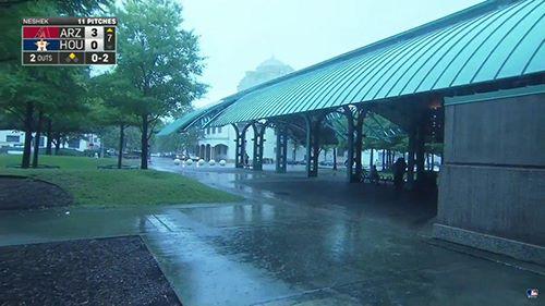 Minute Maid Park con lluvia mal tiempo en la mlb