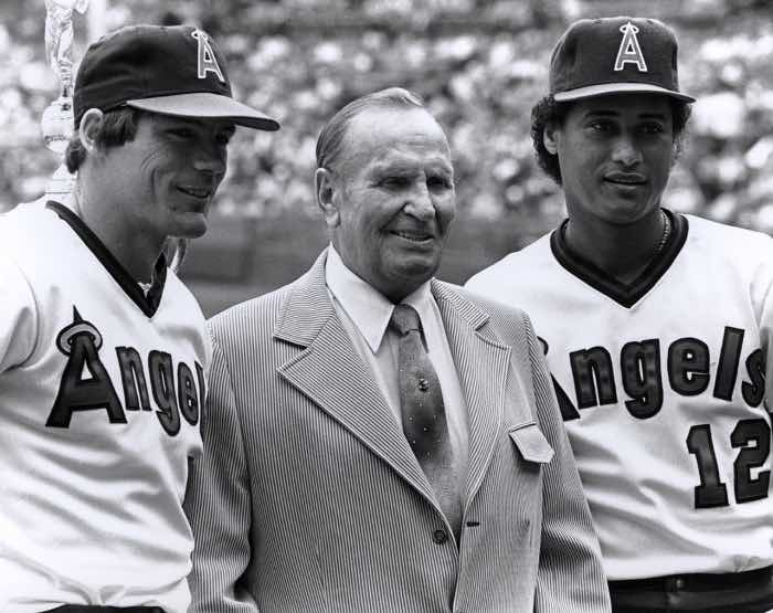 Gene Autry y la adquisición de los Angels