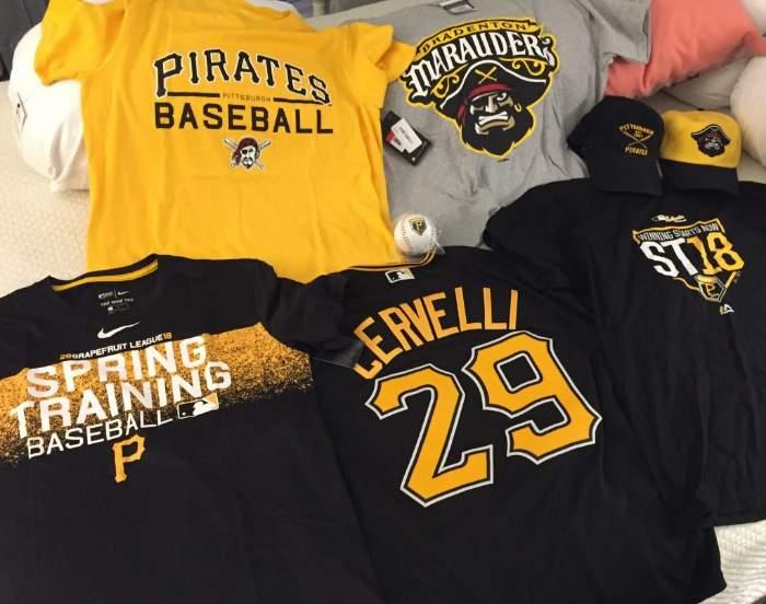 Merchandising adquirido en el LECOM Park (Fuente: Elaboración propia) Mi experiencia en Florida (Parte 1): Spring Training de los Pittsburgh Pirates