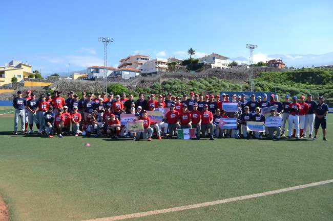 Foto de Grupo del II Torneo de Béisbol. Winter League Tenerife (Foto de Tenerife Marlins Puerto Cruz)