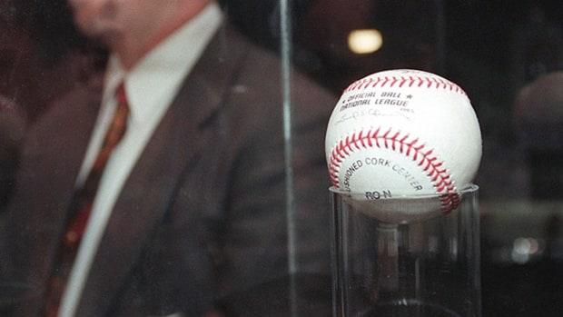 bola que golpeó mark Mcgwire para conseguir su home run 70